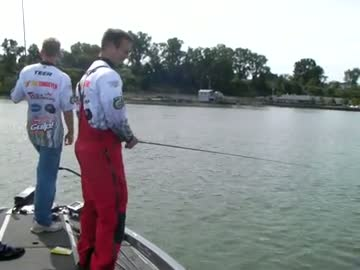 VIRGINIA COMMONWEALTH - MICK   DEE000 - Lake Erie - 1 - video  5