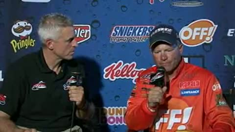 Chris Gilman is interviewed by Chip Leer on day 3 of the FLW Walleye Tour Championship