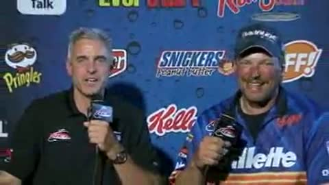 Kevin Carstensen is interviewed by Chip Leer on day 3 of the FLW Walleye Tour Championship