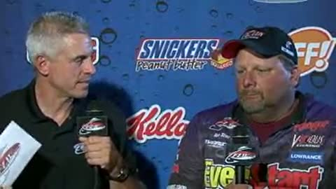 Dan Stier is interviewed by Chip Leer on day 3 of the FLW Walleye Tour Championship