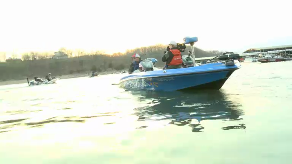 2013 FLW Tour Beaver Lake Final Day Takeoff