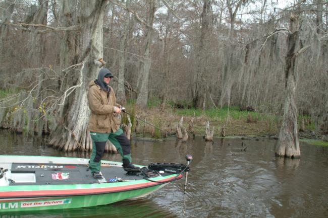 бассейн рыбная ловля