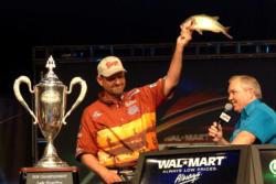 George Cochran weighs in his last, kicker bass shortly before winning the 2005 Forrest L. Wood Championship trophy.