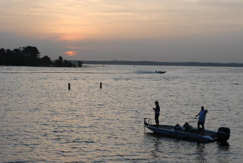 Toledo bend burnout flw fishing articles for Toledo bend fishing