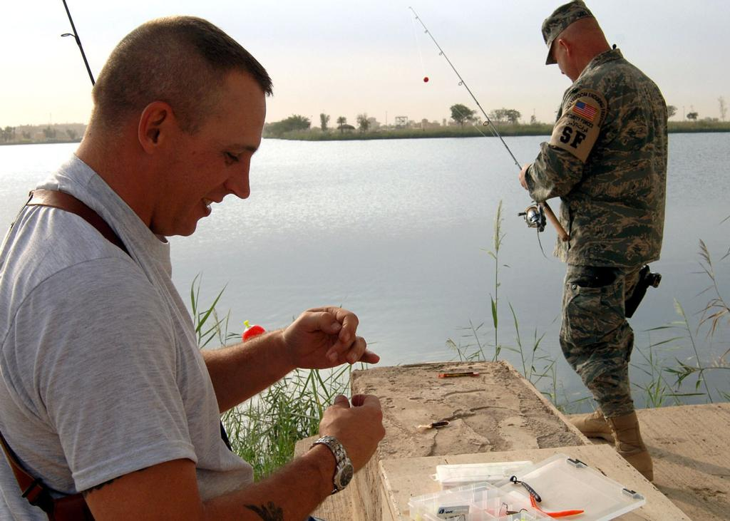 U s servicemembers catch fishing fever at z lake in iraq for Fish camp lake eustis