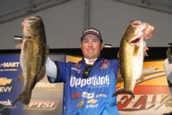 Brett Hite takes a slim 9-ounce lead in the Wal-Mart FLW Tour event on Lake Toho with 22 pounds, 6 ounces on day one.