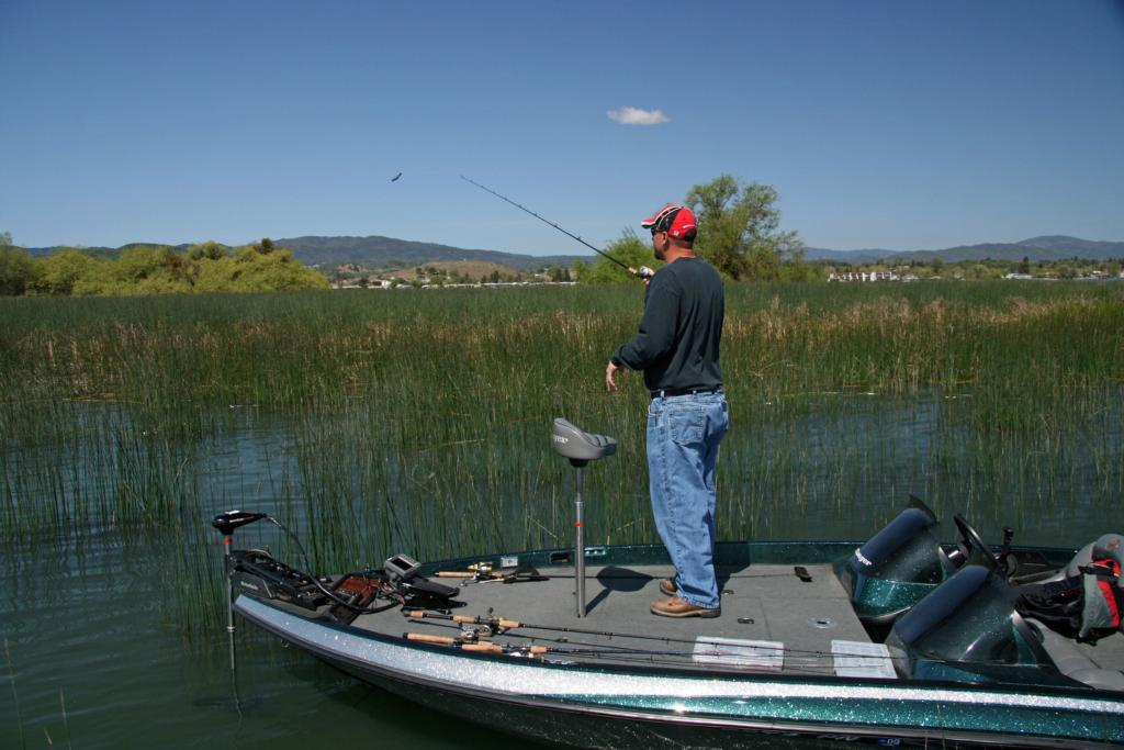 Tuling around for california bass flw fishing articles for Clear lake fishing