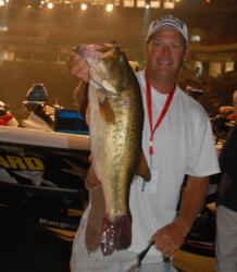 Bud Pruitt of Houston, Texas is in fourth place after day one with 13-13.