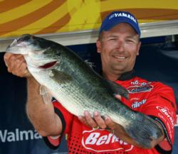 Flipping Sweet Beavers and Texas-rigging Senkos lifted Sean Minderman to fifth place.