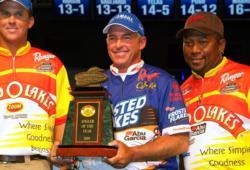 Clark Wendlandt holds up his trophy after winning the 2009 Land O