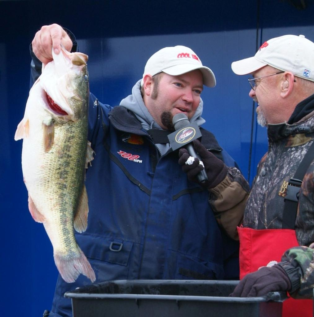 Yoder uses the force flw fishing articles for Professional fish keepers