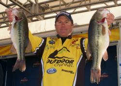 With a limit weighing 15 pounds, 7 ounces, Joe Thomas sits in fifth place on the pro side.