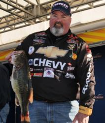 Chevy pro Dion Hibdon posted the comeback limit of the day -- 21-2 -- to jump from 73rd to 5th with a two-day total of 25-10