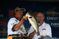 John Hopkins finished fourth on Kentucky Lake with 52 pounds.