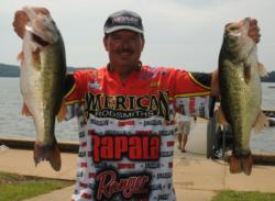 David Fritts sacked a whopping 28 pounds to jumped into 4th place on day three.