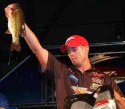 Del Rio, Texas, pro Keith Combs fell to fifth after catching a limit Saturday worth 15 pounds, 6 ounces.