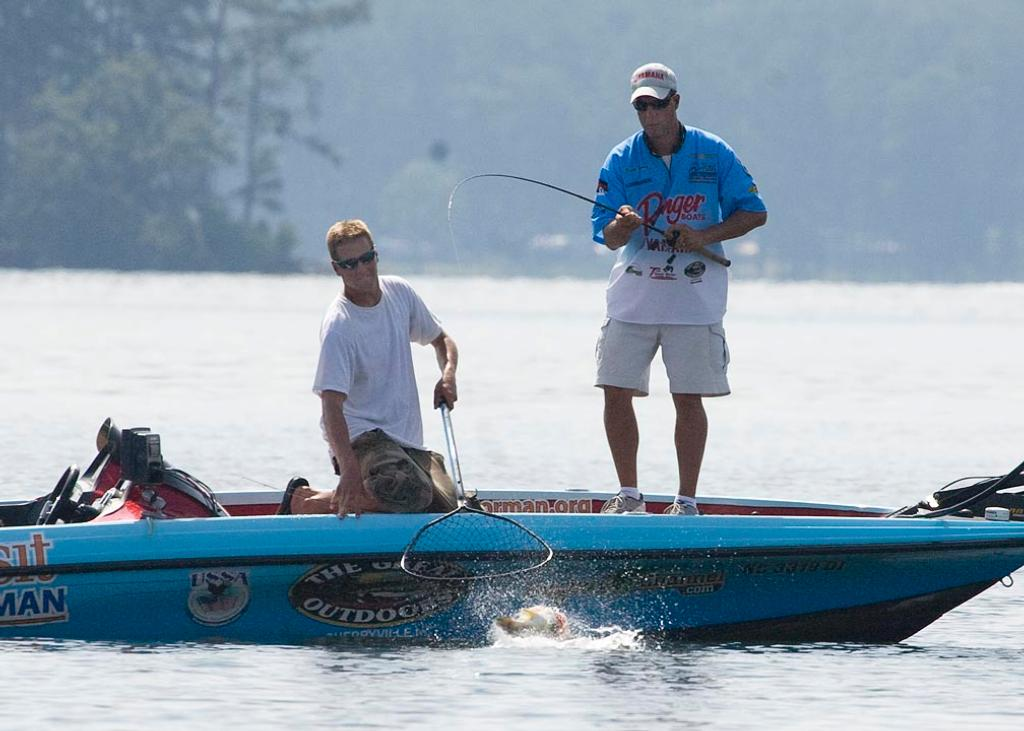 2010 tour trends flw fishing articles for Lake guntersville fishing hot spots