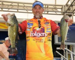 Folgers pro Scott Suggs of Bryant, Ark., moved into the fourth place spot with a two-day total of 26-1.