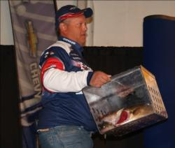 Third-place pro Paul Meleen brings his day-three catch to the scale.