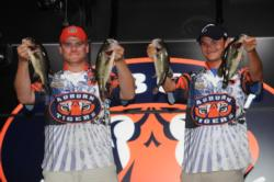 After sacking 13-2 on the last day, Shaye Baker and Jordan Lee of Auburn University finished third at Monroe with a three-day total of 31-8.