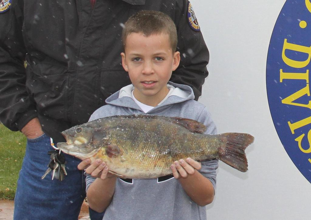 State record smallmouth for colorado flw fishing articles for Bass fishing in colorado