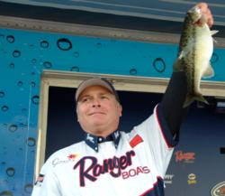On the strength of a total catch of 20 pounds, 8 ounces, co-angler Lonnie Foster of Kneeland, Calif., took home third place at the EverStart Lake Shasta event.
