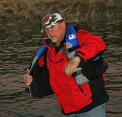 Day one co-angler leader Richard Coffey gets ready for day two on Lake Roosevelt.