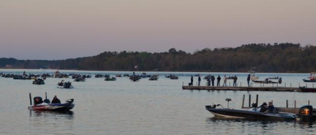 Flw fishing articles for Fishing lake hartwell