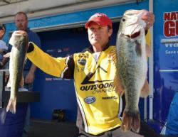 Fourth-place pro Joe Thomas caught 19-10 on day one, including a 6-10 brute, the Snickers Big Bass of the day.