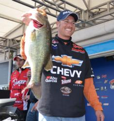 Bryan Thrift holds up a 6-pound, 9-ounce largemouth, the Snickers Big Bass of day two.