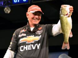 Third-place pro Tom Monsoor holds up his biggest bass from day four on Lake Chickamauga.
