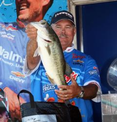 Pro winner Jim Tutt anchored his winning bag with a 6-pounder.
