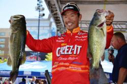 Shinichi Fukae used an 18-pound, 8-ounce catch in today's competition to shoot up the leaderboard and grab fifth place overall with a total catch of 31 pounds, 13 ounces. Fukae also landed the day's