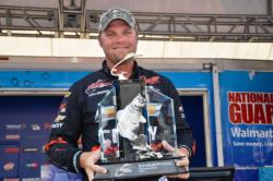 Chevy pro Luke Clausen of Otis Orchards, Wash., proudly displays his first-place trophy aftrer capturing the tournament title at the FLW Tour Potomac River event.