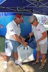 Pro leader Lloyd Pickett Jr gets some fresh water and Rejuvenade on his big bag of fish.