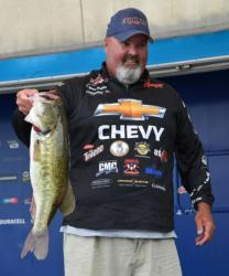 Dion Hibdon holds up a 7-pound, 2-ounce largemouth, the Snickers Big Bass of day one.