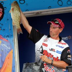 Lawrence Mazur said that keeping his dropshot as still as possible was essential for tempting big smallmouth.