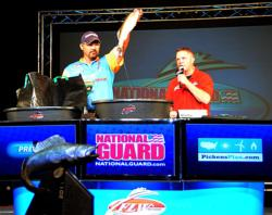 Walmart pro Dean Arnoldussen of Appleton, Wis., placed second with 19 walleyes, 64-15, $29,000.