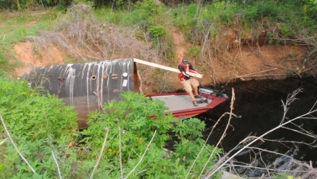 John Cox shimmied a 17-foot aluminum boat through an underground culvert to win on the Red River.