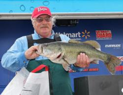 This 7-pound, 14-ounce largemouth led Jerry Propst to the co-angler lead and earned him Snickers Big Bass honors.
