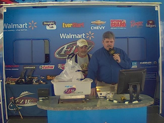 Flw fishing ronnie green angler profile for Walmart with live fish near me