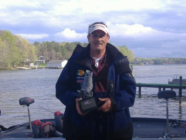Flw fishing walmart bass fishing league 2011 lake gaston for Lake gaston fishing