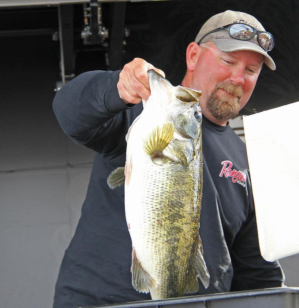 Michels moves into delta lead flw fishing articles for Franks tract fishing report
