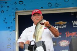 Ken Ellis used wacky-rigged Zoom Trick Worms to tempt his winning fish.