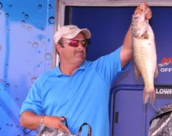 Rick Cotten of Guntersville, Ala., finished third with a three-day total of 76-3.
