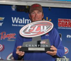 Pro winner Randy Haynes holds up his Kentucky Lake champion