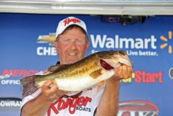 Kenny Moser too6-14.k Snickers Big Bass honors with his