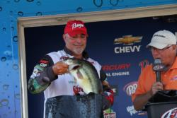 Texas pro Tim Reneau found most of his fish in grass, but he also worked offshore structure.