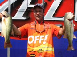 Terry Bolton is tied for second with 19-3.