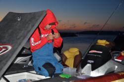 Elliott Myers rigs up for the final day of the National Guard FLW Central Conference Championship.